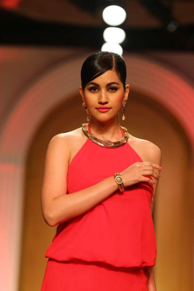A model at the AZVA show, Day 6 of the India Bridal Fashion Week (2)