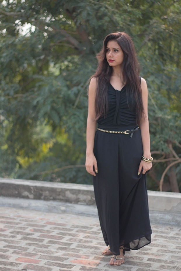 kintyish.com_indian_fashion_blog_all_black_outfit_surreal_1