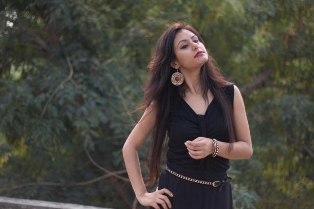 kintyish.com_indian_fashion_blog_all_black_outfit_surreal_2