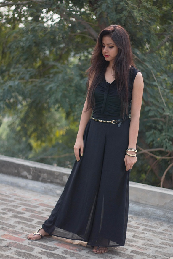kintyish.com_indian_fashion_blog_all_black_outfit_surreal_7