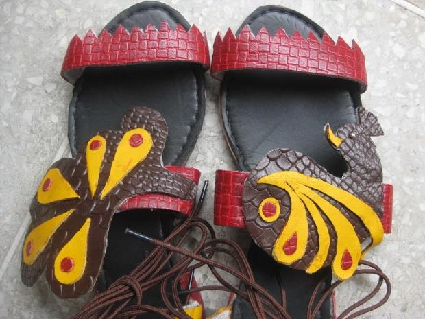 kintyish.com_indianfashionblog_hidesign_artofreuse_contest_footwear1