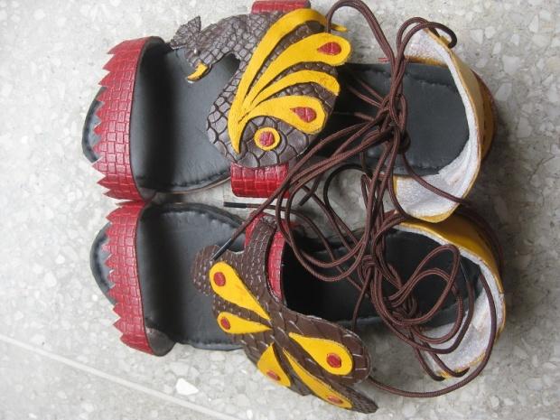 kintyish.com_indianfashionblog_hidesign_artofreuse_contest_footwear2