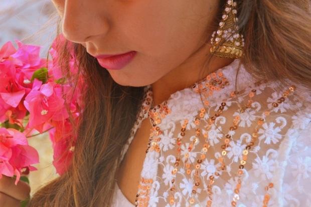 kintyish.com_indianfashionblog_himanshi mukhija_white_ethnic_suit _lace_embroidery_sequin_jhumki_3