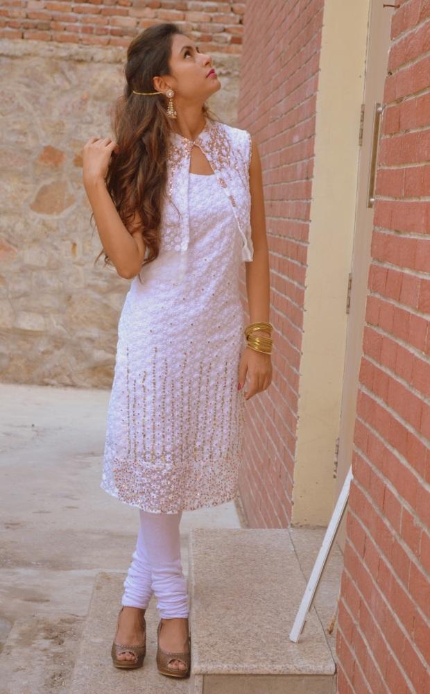kintyish.com_indianfashionblog_himanshi mukhija_white_ethnic_suit _lace_embroidery_sequin_jhumki_5