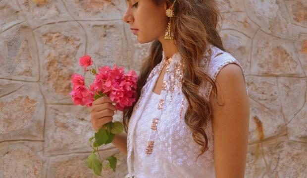 kintyish.com_indianfashionblog_himanshi mukhija_white_ethnic_suit _lace_embroidery_sequin_jhumki_8