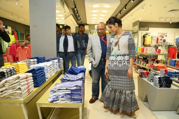 kintyish.com_indian fashion blog _ fashion blogger _ reliance trends concept store launch ileana dcruz jaipur 2016 _ 3.2