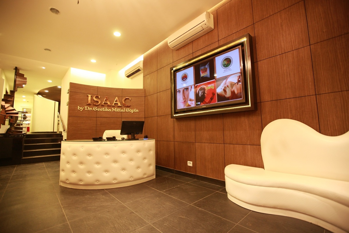 Review: Insta Glow Facial at ISAAC, Delhi