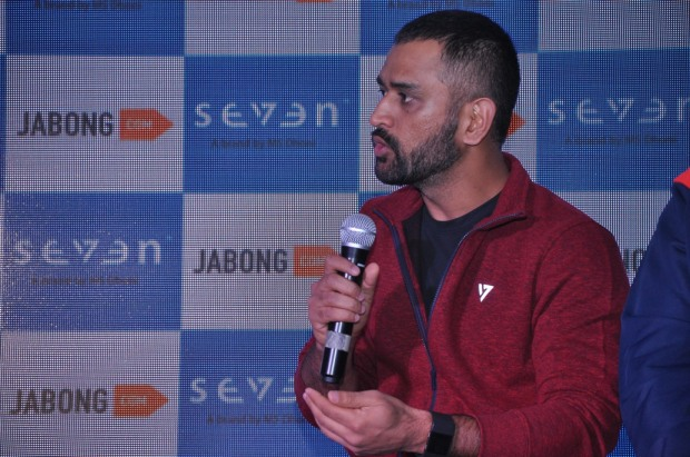 kintyish-com_indian-fashion-blogger_lifestyle-blogger-_-ms-dhoni-launches-new-collection-of-seven-by-ms-dhoni-with-jabong_dhoni