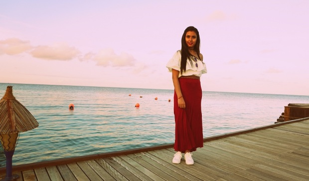 kintyish.com_indian fashion blog_fashion and styling lifestyle blog_croptop skirt outfit in maldives_2