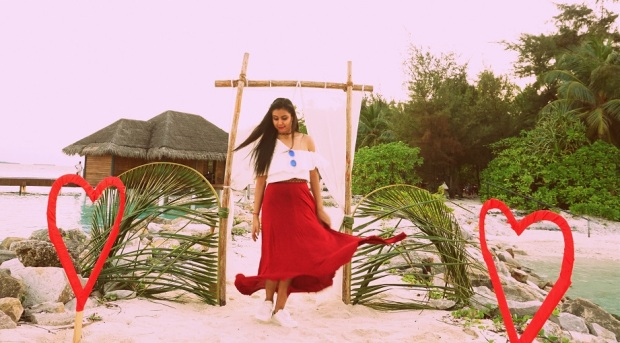 kintyish.com_indian fashion blog_fashion and styling lifestyle blog_croptop skirt outfit in maldives_4