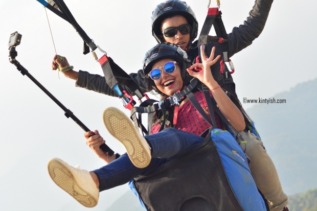 kintyish.com_dharamshala_bir_billing_paragliding_outfit_white sneakers_10
