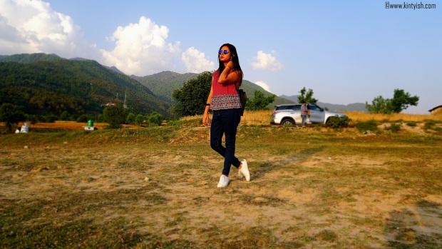 kintyish.com_dharamshala_bir_billing_paragliding_outfit_white sneakers_1