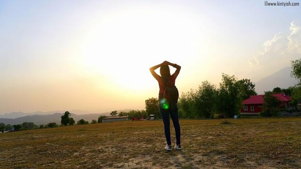 kintyish.com_dharamshala_bir_billing_paragliding_outfit_white sneakers_2