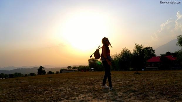 kintyish.com_dharamshala_bir_billing_paragliding_outfit_white sneakers_3