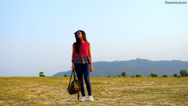 kintyish.com_dharamshala_bir_billing_paragliding_outfit_white sneakers_5