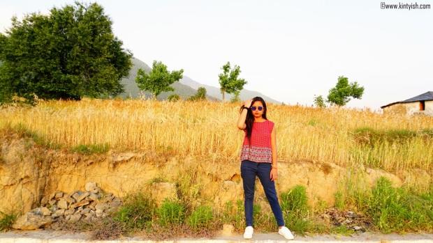 kintyish.com_dharamshala_bir_billing_paragliding_outfit_white sneakers_8