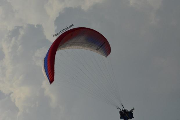 kintyish.com_dharamshala_bir_billing_paragliding_outfit_white sneakers_9